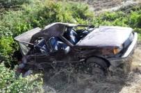 MUSTAFA CAN - Otomobil Uçuruma Yuvarlandı Açıklaması 9 Yaralı