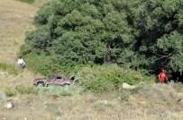 MUSTAFA CAN - Tunceli-Elazığ Karayolunda Otomobil Uçuruma Yuvarlandı Açıklaması 9 Yaralı
