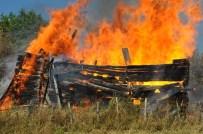 Kastamonu'da İki Katlı Ahşap Alev Alev Yandı