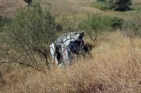 BALıKESIR DEVLET HASTANESI - Tekerleği Patlayan Minibüs Şarampole Uçtu