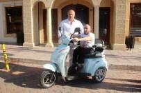 Başkan Arslan, Cam Kemik Hastası Gence Elektrikli Mobilet Hediye Etti