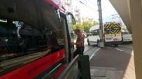İPEKBÖCEĞİ - İpekböceği Rayların Üzerinde Bozulan Servis Minibüsü Yüzünden Mahsur Kaldı