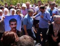TERÖRİST CENAZESİ - HDP miletvekilleri teröristin cenazesine katıldı