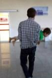 BELÖREN - Üzerine Kaynar Su Dökülen Çocuk Yaralandı
