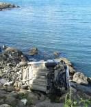 Otomobil Deniz Kenarındaki Kayalıklara Uçtu Açıklaması 4 Yaralı