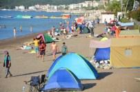 GÖKOVA - Marmaris'te Yer Kalmadı, Tatilciler Plajlarda Konakladı