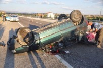 ALI ÖZKAN - Uşak'ta Trafik Kazası; 1 Ölü, 2 Yaralı