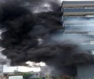 Alışveriş Merkezi Alevler İçinde Kaldı