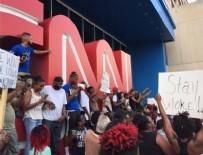 POLİS MÜDAHALE - ABD'deki siyahi protestocular CNN binasına yürüdü