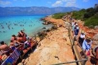 AGORA - Turistler Teknelerle Oraya Akın Etti