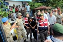 SİVİL KIYAFET - Darbecilerden 1'İ Ağaçta Diğeri İse Mısırların Arasında Yakalandı