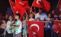 Demokrasi Nöbeti Zeytinburnu'nda Tüm Hızıyla Devam Ediyor