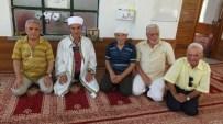 Burhaniye Ören Cami'nde Ücretsiz Çorap Uygulaması İlgi Gördü
