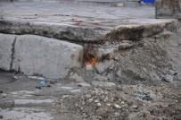 GAZ AKIŞI - Siirt'te Doğalgaz Kaçağı Mahalle Sakinlerini Korkuttu
