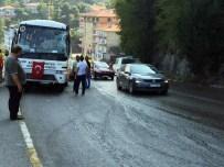 KILIMLI - Kontrolden Çıkan TIR, Halk Otobüsüne Çarptı Açıklaması 10 Yaralı