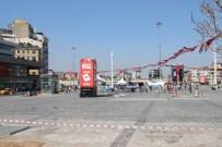 TAKSIM MEYDANı - Polisi Alarma Geçiren Şüpheli Bavullardan Kıyafet Çıktı