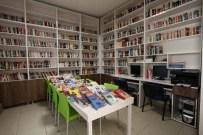 YAŞAR KEMAL - Ataol Behramoğlu Halk Kütüphanesi'ne Anlamlı Destek