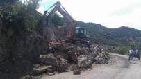 DEMIRCILI - Büyükşehir'den Tehlikeli Virajlarda Genişletme Çalışması
