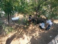 HASTANE BAHÇESİ - Hastane Bahçesinde Masa Kurup İçki İçtiler, Üstüne Birde Yangın Çıkardılar