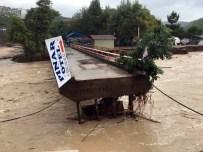 Bartın'da Sel Köprüleri Yıktı
