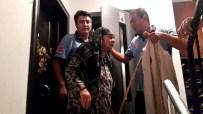 Yaşlı Kadın Asansörde Mahsur Kaldı