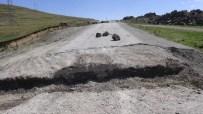MAHSUR KALDI - Valilik Kararınca Kapatılan Tendürek Dağı Yoluna Hendek Kazıldı