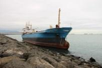KARGO GEMİSİ - Karaya Oturan Gemi Kurtarılmayı Bekliyor