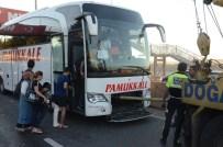 SERVİS OTOBÜSÜ - Kocaeli'de Zincirleme Kaza Açıklaması 7 Yaralı