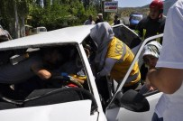 Otomobil Park Halindeki Araca Çarptı Açıklaması 6 Yaralı