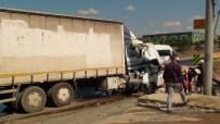 ORHANLı - Tuzla'da Minibüs Kamyonla Çarpıştı Açıklaması 1 Ölü, 2 Yaralı