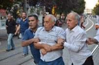 HALKLARIN DEMOKRATİK PARTİSİ - Eskişehir'de İzinsiz Gösteriye Polis Müdahalesi Açıklaması 11 Gözaltı