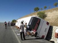 Yolcu Otobüsü Yan Yattı Açıklaması 9 Yaralı