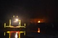 HAYDAR KıLıÇ - Bandırma'da AVM'de Çıkan Yangın Korkuttu