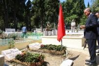 KARACAAHMET - Cumhurbaşkanı Erdoğan, Arkadaşı Erol Olçok Ve Oğlunun Mezarlarını Ziyaret Etti