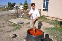 KATKI MADDESİ - Her Yıl 1,5 Ton Organik Domates Sosu Hazırlayıp Müşterilerine Ücretsiz İkram Ediyor