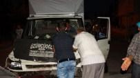 KADIR ÖZDEMIR - Otomobille Kamyonet Çarpıştı Açıklaması 6 Yaralı