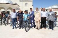 KıYAMET - Yozgatlı Hayırsever İş Adamı Bilal Şahin Hafızlık Eğitimi Alan Öğrencilerine Bisiklet Hediye Etti