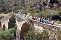ATATÜRK EVİ - Salihlinin Tarihi Ve Kültürel Yerleri, Manisalı Kadınları Büyüledi
