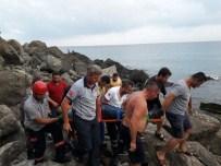 BALIK TUTMAK - Balık Tutarken Kayalıkların Arasına Düştü