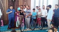 ÇAM SAKıZı - Kur'an-I Kerim Öğrenen Öğrencilere Bisiklet Hediye Edildi