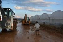MUSTAFA KÖSE - Elmalı'da Sağanak Yağış Sele Neden Oldu