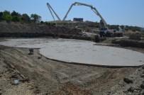 Kırıkhan'da Yarı Olimpik Yüzme Havuzun İnşaatı Devam Ediyor