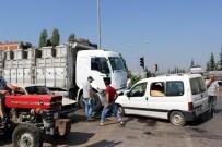 ALI ÖZDEMIR - Manisa'da Otomobil Kamyonla Çarpıştı Açıklaması 2 Yaralı