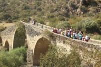ATATÜRK EVİ - Manisalı Kadınlar Salihli'yi Gezdi