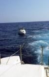 KUMKUYU - Sahil Güvenlik Ekipleri, Deniz Ortasında Bozulan Yatta Mahsur Kalan 2 Kişiyi Kurtardı