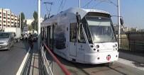 OTOBÜS SEFERLERİ - Tramvay Raydan Çıktı Açıklaması Yaralılar Var