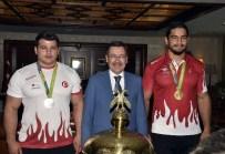 MELİH GÖKÇEK - Milli sporcular Başkan Gökçek'i ziyaret etti
