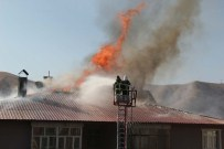 HÜSEYİN OLAN - Bitlis'te Çıkan Yangına İtfaiye Ekipleri Müdahale Etti