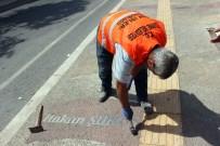 VATANA İHANET - Hakan Şükür'ün adı kaldırımdan söküldü