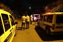 HÜRRİYET MAHALLESİ - Suriyeliler Arasında Bıçaklı Kavga Açıklaması 1 Ölü